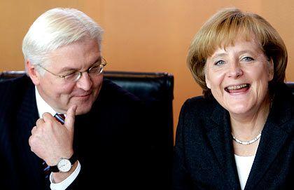 Kanzlerin Merkel, Vizekanzler Steinmeier (l.): 500 Milliarden Euro für die Banken