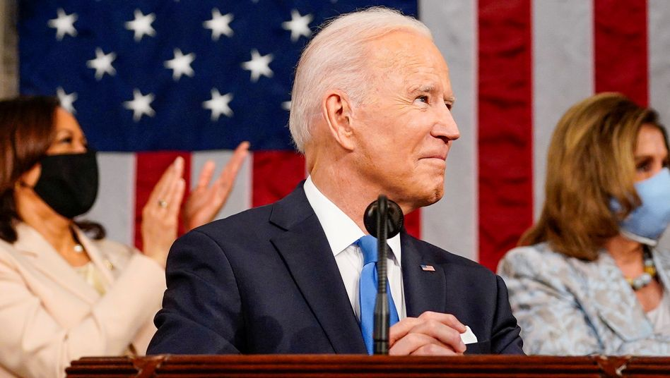 Blitzstart: US-Präsident Joe Biden, während seiner Rede vor dem Kongress am Mittwoch mit Vizepräsidentin Kamala Harris und Nancy Pelosi, der Sprecherin des Repräsentantenhauses, hat zu Beginn seiner Amtszeit gleich drei große Ausgabenprogramme vorgelegt