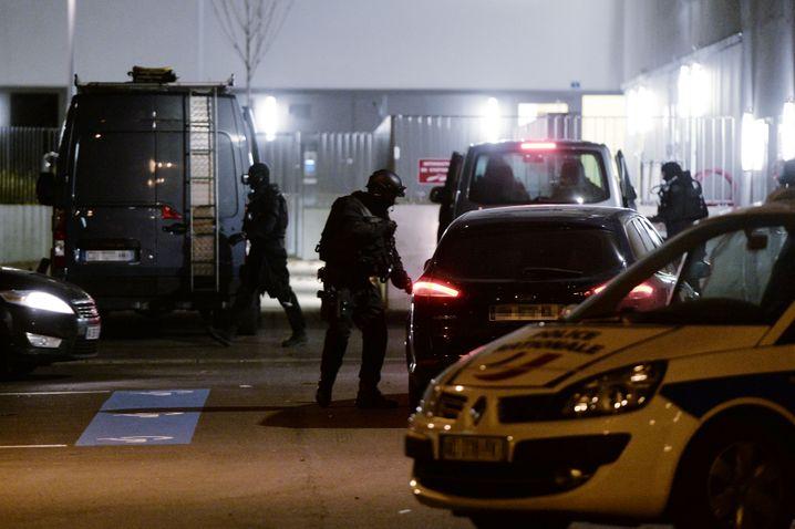 Polizei in Straßburg: Beamte sollen ihre Waffe künftig auch außer Dienst tragen und benutzen dürfen