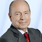 Arno Röss ist seit 2006 geschäftsführender Gesellschafter bei dem Beratungsunternehmen Delta Management. Der Betriebswirt arbeitet vor allen in den Bereichen Maschinenbau, Automobil und Industrie.