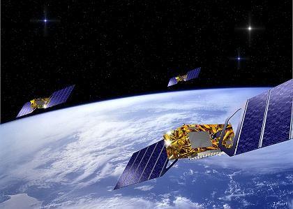 Im Orbit: Die Computergrafik zeigt mehrere Galileo-Satelliten, die auf einer mittleren Erdumlaufbahn in 23.260 Kilometern Höhe kreisen sollen.