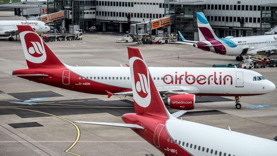 Düsseldorfer Flughafen: Die Lufthansa will 17 Langstreckenmaschinen von Air Berlin für ihre Billigtochter Eurowings übernehmen