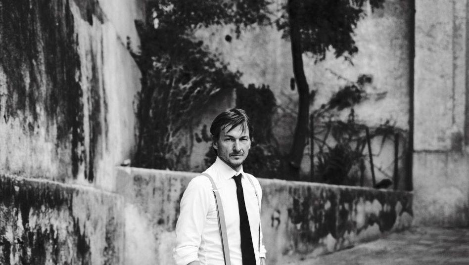 FLORIS VAN BOMMEL (44), Gesellschafter und Kreativchef der gleichnamigen Schuhmanufaktur, die in neunter Generation im Familienbesitz ist.