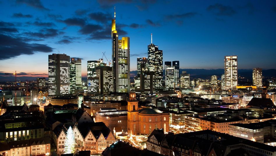 Bankenviertel Frankfurt: Die Geldhäuser werden laut Moody's in den kommenden Monaten weniger verdienen