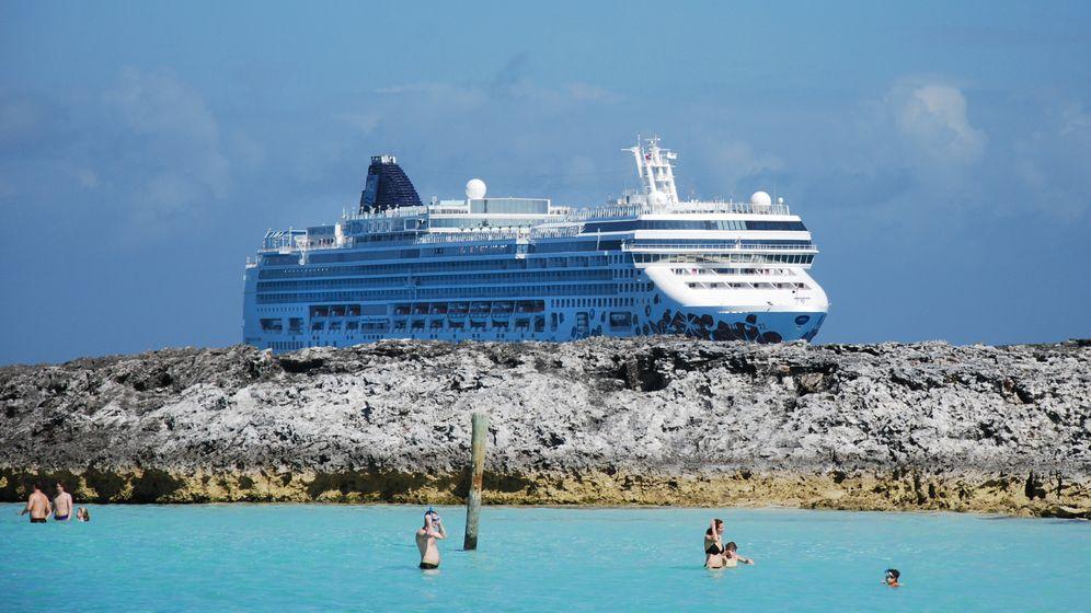 Häusermeer und Palmenstrand: Von New York per Schiff in die Karibik