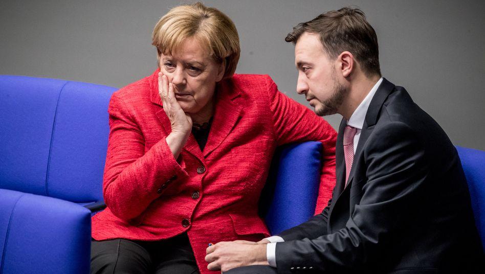 Merkel, JU-Chef Paul Ziemiack im Bundestag: Wirtschaft auf Hochtouren, doch der Politbetrieb fährt sich fest