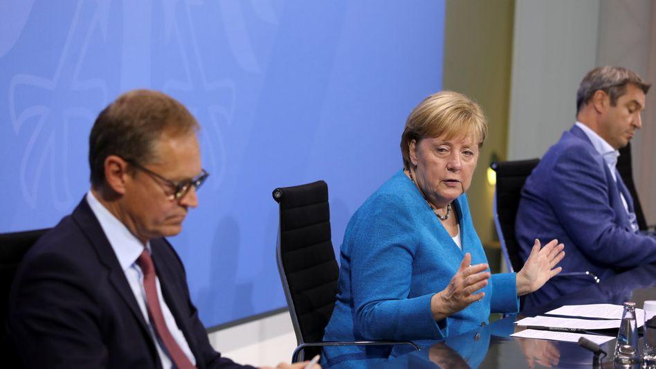 Mehr Druck auf Ungeimpfte: Bundeskanzlerin Angela Merkel, Berlins regierender Bürgermeister Michael Müller (l.) und Bayerns Ministerpräsident Markus Söder haben sich mit ihren Kollegen auf eine Abschaffung der kostenlosen Corona-Tests geeinigt