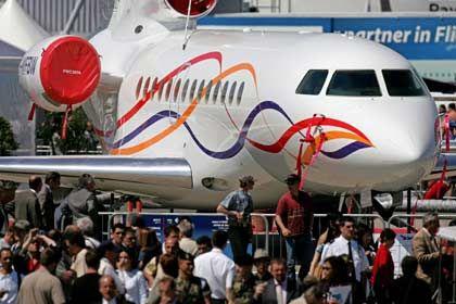 Falcon 7X: Fachbesucher der Pariser Flugschau in Le Bourget bestaunen den neuen Business-Jet von Dassault. Er ist für Langstrecken gedacht