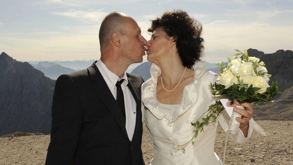 Jawort auf der Zugspitze: Deutsche Paare sind deutlich über 30 Jahre im Schnitt, wenn sie heiraten