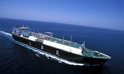 Pott statt Pipeline: In verflüssigtem Zustand kann das Gas problemlos auch mit dem Schiff transportiert werden