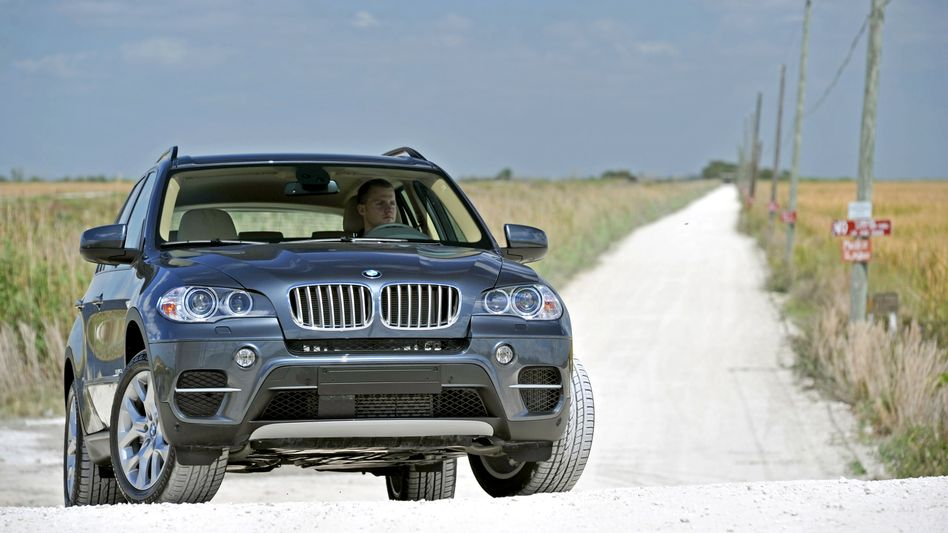 BMW X5: Der Konzern ruft ältere Modelle des SUV sowie aus der 5er-Reihe zur Airbag-Kontrolle zurück.