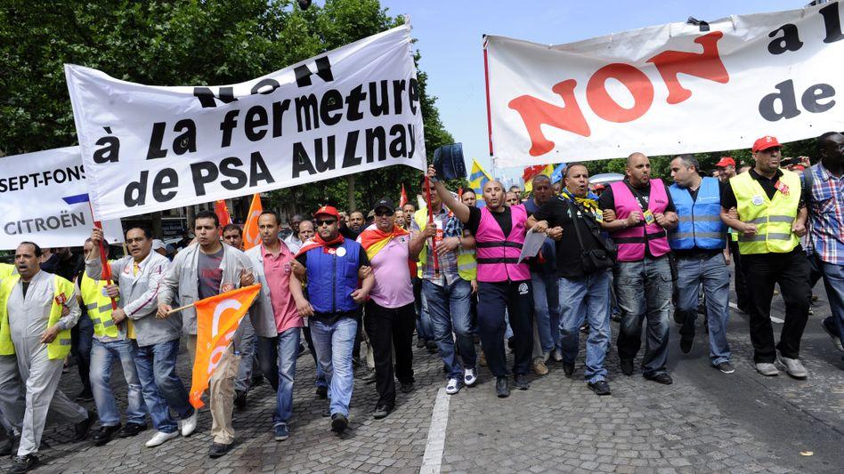Streikende Arbeiter in Paris: Peugeot malt ein düsteres Bild von der Zukunft