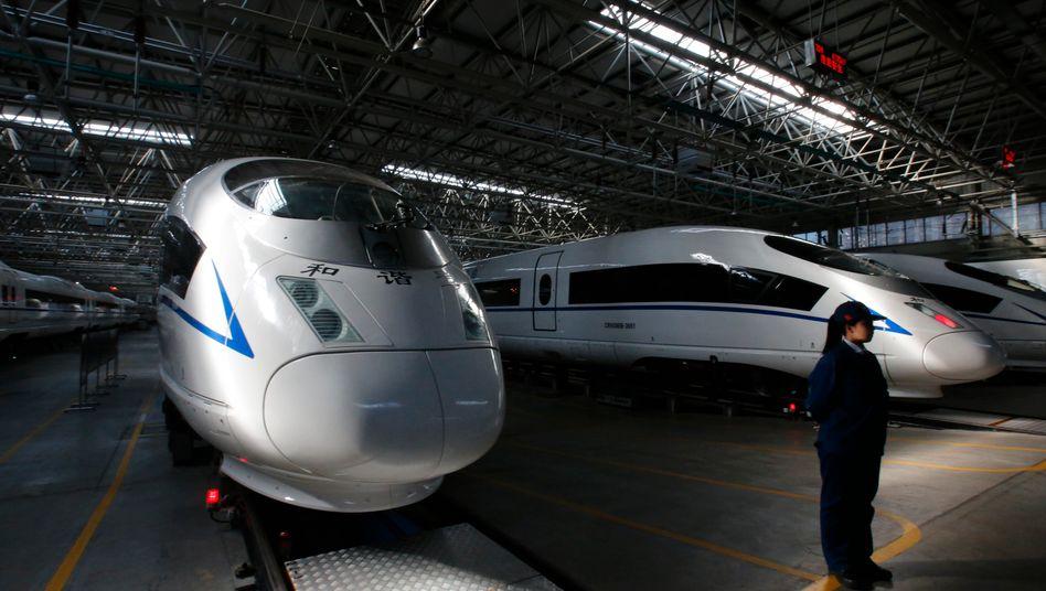 """Chinas Superzug CRH380B: Hersteller CNR, einst Partner von Siemens, hat die Siemens-Technologie """"so weiterentwickelt, dass man sie nun als Eigenentwicklung bezeichnen kann"""". Inzwischen bieten CNR und CSR ihre Züge weltweit an"""