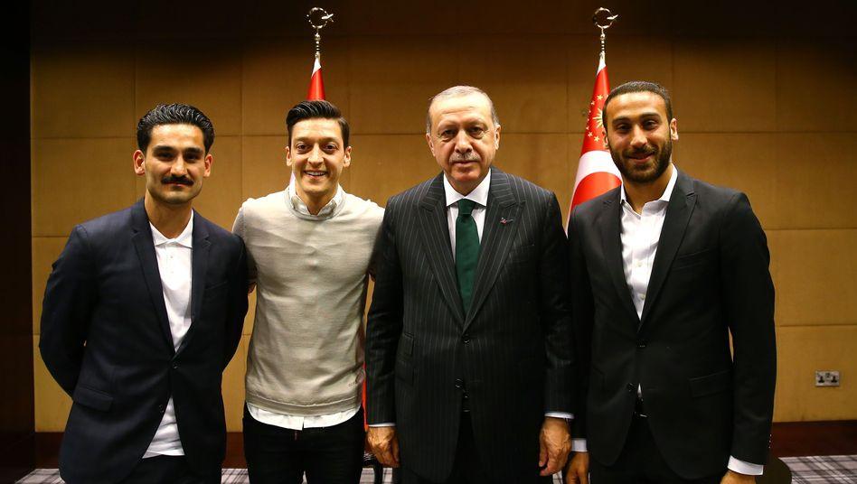 Gündogan, Özil und Cenk Tosun (rechts) zu Besuch bei Erdogan
