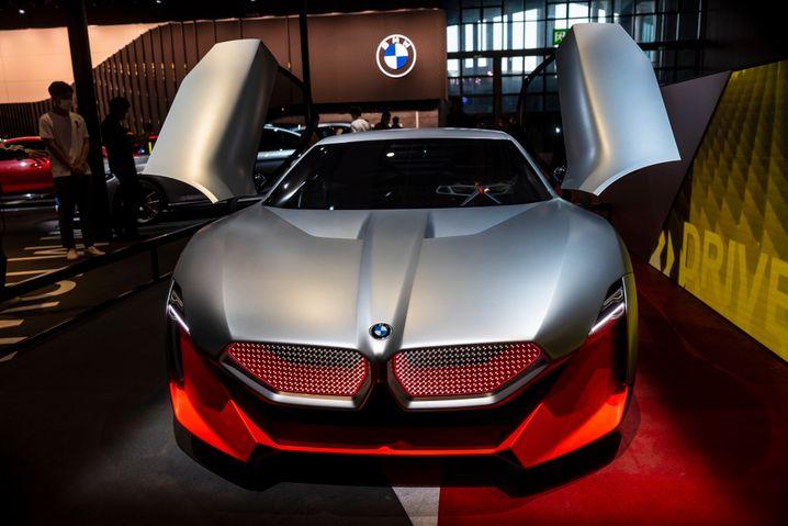 BMW-Modell auf der aktuellen Messe in Shanghai: Der Konzern meldete einen Gewinnsprung - und soll eine hohe Strafe zahlen
