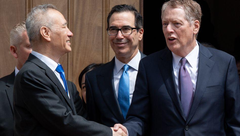 Chinas Chef-Unterhändler Liu He (links), US-Unterhändler Robert Lighthizer (rechts) und Steven Mnuchin: Neue Gespräche Anfang Oktober