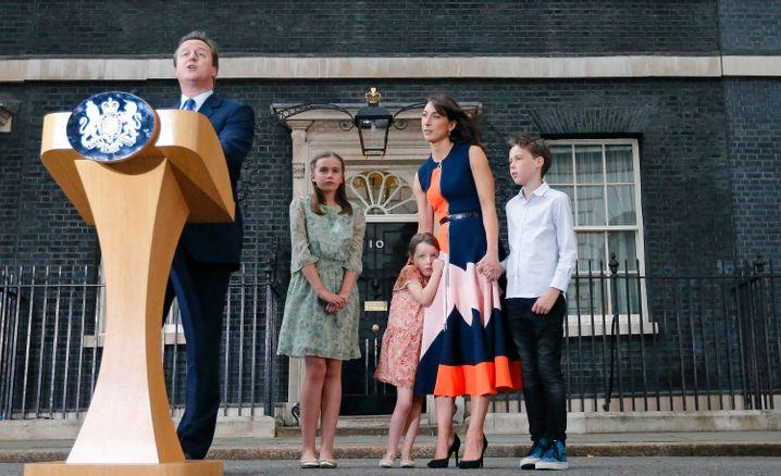 David Cameron mit Familie vor dem Amtssitz 10 Downing Street im Juli 2016