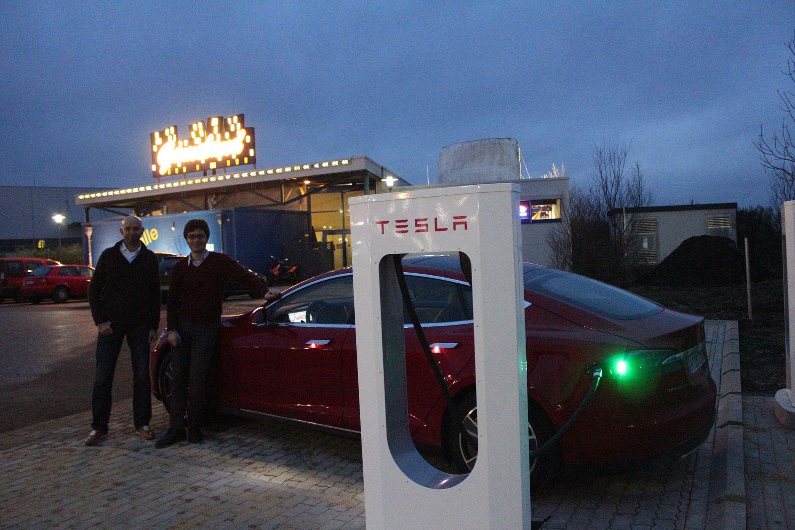 Tesla Wilnsdorf Nacht
