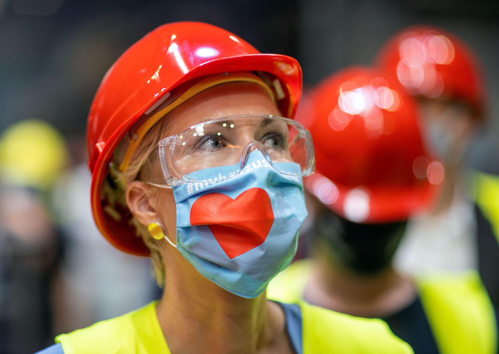 Schwesig besucht insolvente Eisengießerei