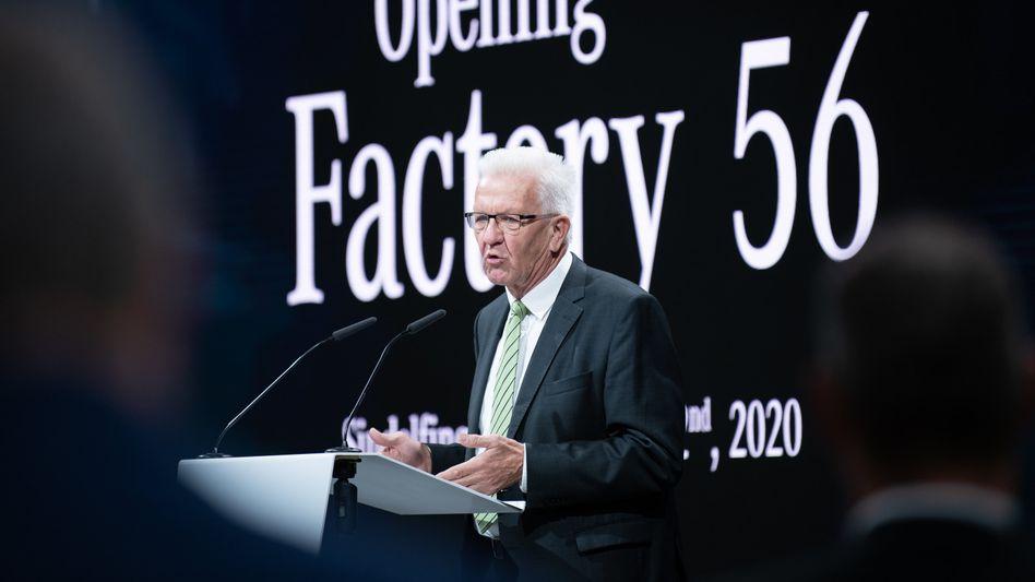 "Winfried Kretschmann bei der Eröffnung der neuen Daimler-Fabrik ""Factory 56"" für die Mercedes S-Klasse am 2. September"