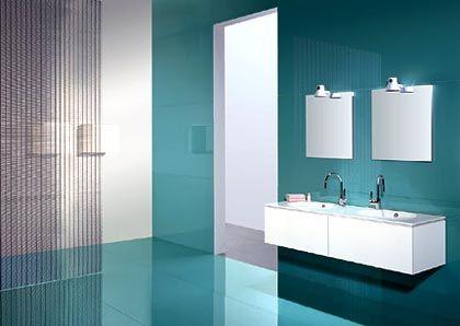 Luxus im Badezimmer: Aufwändige Beleuchtung und edle Materialien