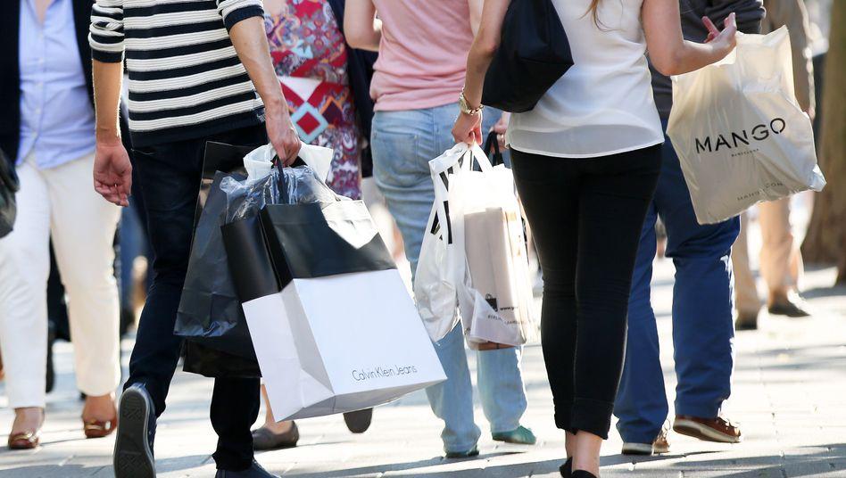 Shopping: Die Löhne legten weniger stark zu, dafür sank die Inflation