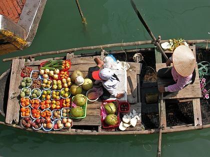 Leben auf dem Wasser: Die Bewohner der Halong-Bucht erledigen fast alles per Boot