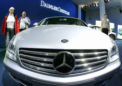Holt wieder auf: Die Mercedes Car Group (im Bild der Mercedes CLS 500) hat ihren operativen Gewinn um 43 Prozent gesteigert. Die Aussichten schätzt DaimlerChrysler allerdings verhaltener ein