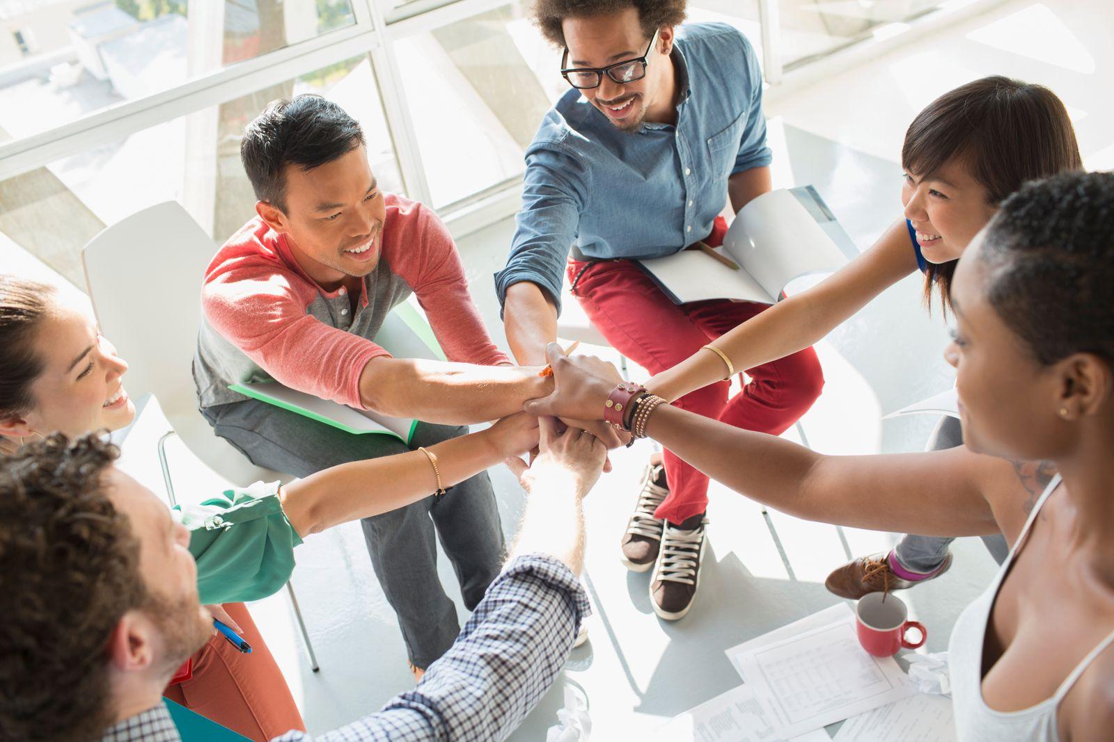 EINMALIGE VERWENDUNG Team / Hände zusammen
