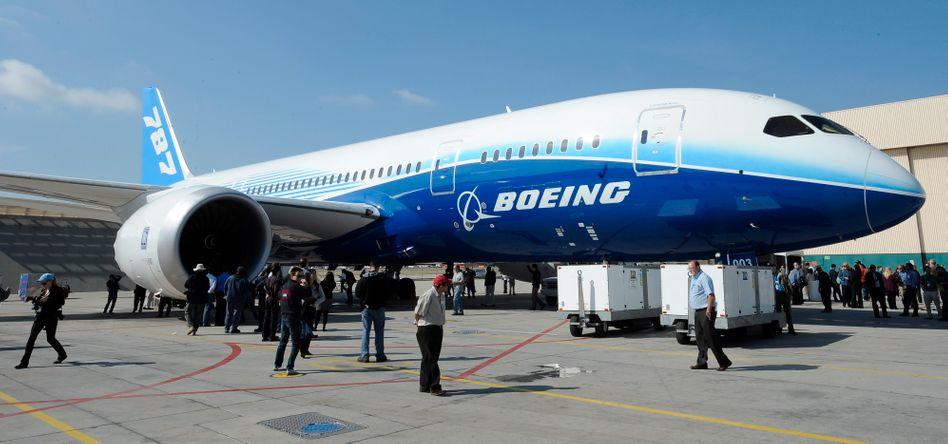 """Boeing 787 """"Dreamliner"""": Trotz der jüngsten Pannen beim Langstreckenjet könnte Boeing Airbus entschweben - sowohl bei den Auslieferungen wie auch bei den Bestellungen"""