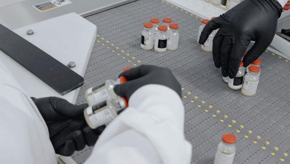 Proben des Antikörper-Cocktails im Regeneron-Labor in Tarrytown (US-Staat New York)