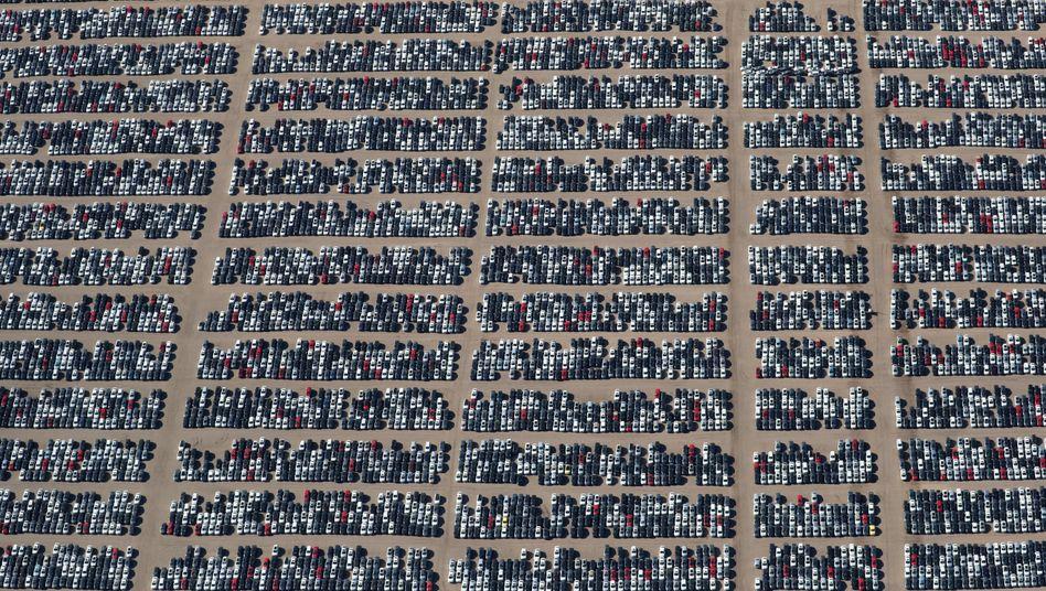 Zwischengeparkte Volkswagen- und Audi-Autos in Kalifornien (März 2018)