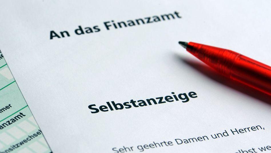 """Prominente Steuerhinterzieher fliegen auf, die Regeln zur strafbefreienden Selbstanzeige verschärfen sich - viele deutsche Steuersünder machen daher jetzt noch """"reinen Tisch"""""""