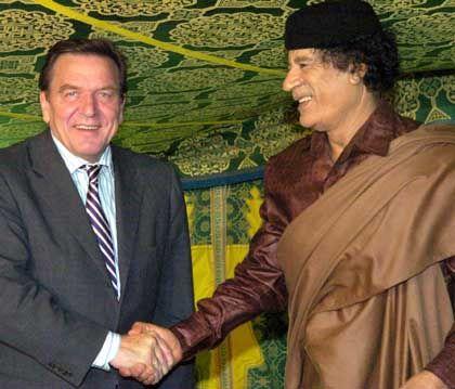 Schröder bei Gaddafi: Kontaktpflege zugunsten der deutschen Wirtschaft