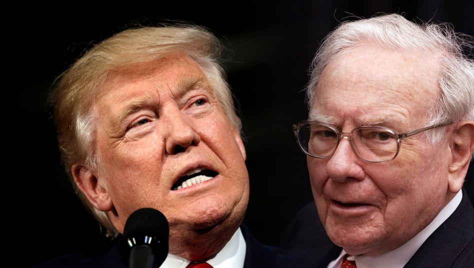 Kontrahenten Trump (l.) und Buffett: Streit um Steuern