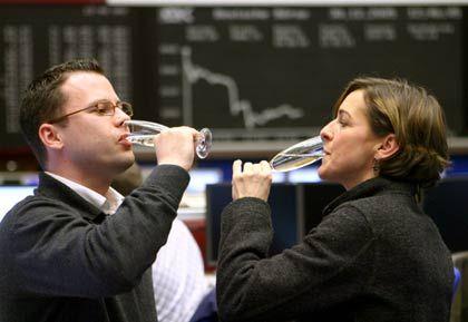 In Sektlaune: Aktienhändler erfreut über das neue Viereinhalbjahreshoch