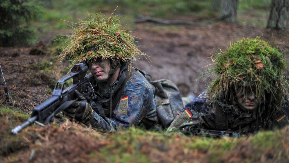 Bundeswehrsoldaten mit Gewehr G36 von Heckler & Koch.