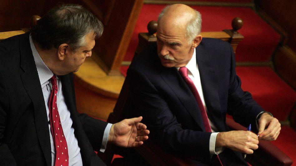 """Griechenlands Finanzminister Venizelos (l), Premier Papandreou: """"Volle Erfüllung der vereinbarten Ziele - nicht mehr, nicht weniger"""""""