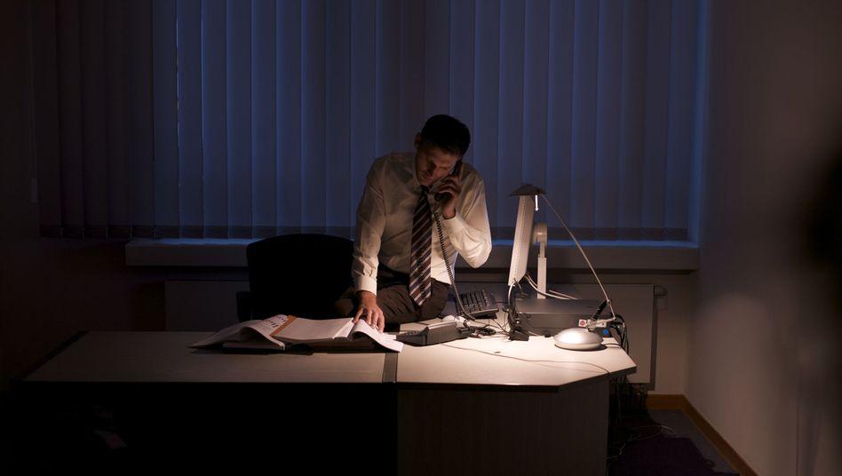 Überstunden: Nur in einer betrieblichen Notlage kann die Arbeitszeit pauschal ausgeweitet werden