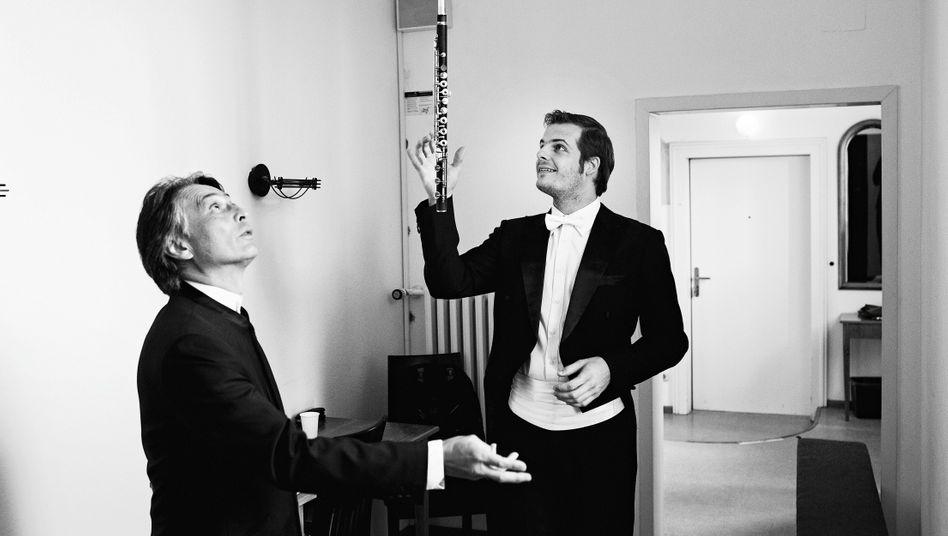"""Der Münchener Fotograf Daniel Delang begleitet seit zehn Jahren den """"ARD-Musikwettbewerb"""", eine der wichtigsten Nachwuchsveranstaltungen weltweit. Delang sagt: """"Mich interessieren vor allem die Momente hinter der Bühne. Ich will die Aufregung vor dem Auftritt einfangen und die Emotionen danach – Freude, Erleichterung, Enttäuschung."""""""