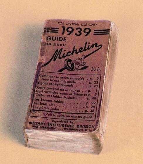 """Gourmetführer im Sturmgepäck: Der Nachdruck der letzten Vorkriegsausgabe des """"Guide Michelin"""" von 1939, mit dem der Guide 1944 die Landung der Alliierten in der Normandie unterstützte"""