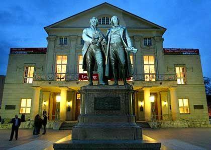 Schiller-, und Goethedenkmal in Weimar: Eine der vielen gutherzigen Spenden der Haniels