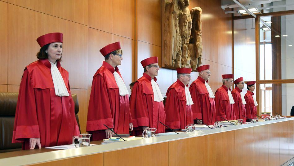 Nach Auffassung der Bundesverfassungsrichter (hier der 1. Senat des BVG, Bild Archiv) müssen Bund und Länder die Auswahlkriterien für die Medizin-Studienplatzvergabe neu regeln