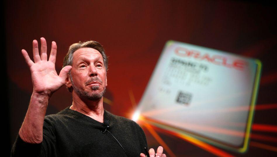 Oracle-Gründer Larry Ellison ist ein enger Freund von Tesla-Gründer Elon Musk, zweitgrößter Einzelaktionär und soll als Aufseher den Vorstandschef mit kontrollieren