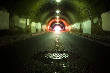 Licht am Ende des Tunnels: Wie hell es dann wirklich wirkt, hängt unter anderem vom Wirken des Gipfels ab
