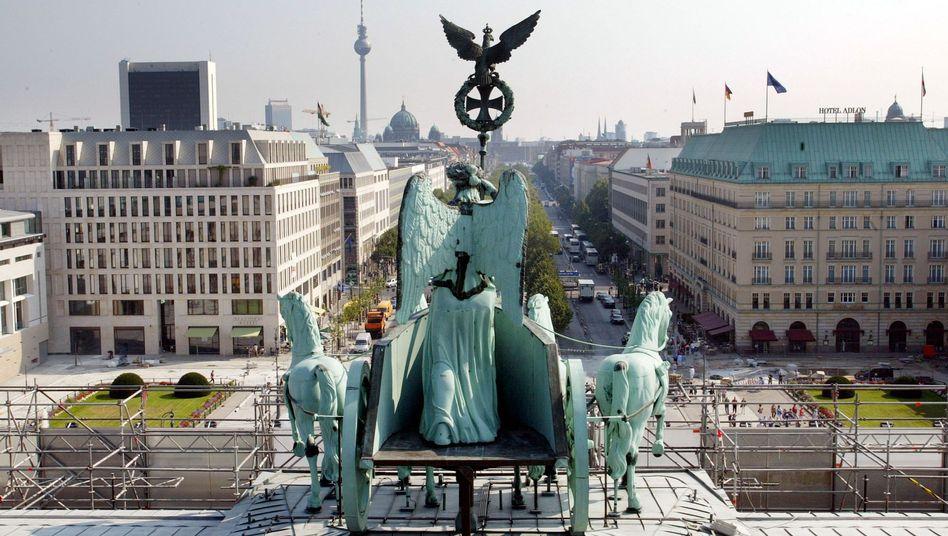 Kennt man: Blick vom Brandenburger Tor. Kennt man nicht: Deutsche Unternehmen investieren in Startup-Fonds.