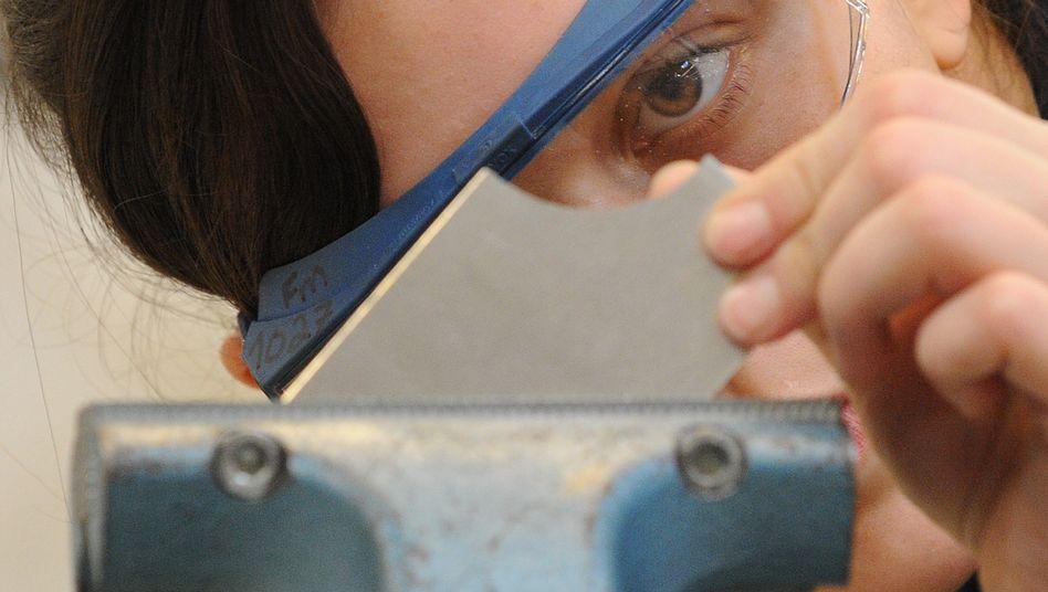 Neu angefangen, gleiche Arbeit, weniger Geld: IG Metall erwägt Löhne junger Beschäftigter als Tauschgeschäft einsetzen