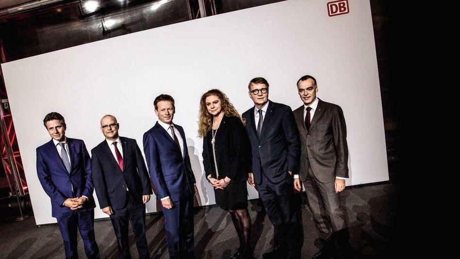 Politbahnhof (v. l.): Alexander Doll (Finanzen, Logistik), Martin Seiler (Personal), Richard Lutz (CEO), Sabina Jeschke (Technik), Ronald Pofalla (Netz), Berthold Huber (Personenbahn)