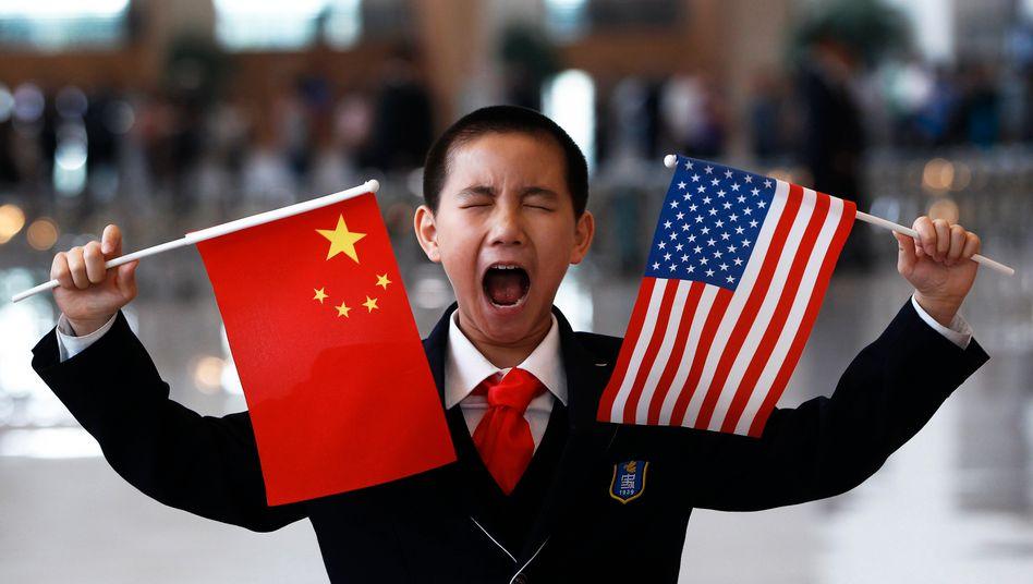 Grund zur Freude? Die USA und China wollen im Handelskonflikt das Kriegsbeil begraben. China macht offenbar milliardenschwere Zugeständnisse, doch Skeptiker sehen auch mit dem neuen Handelsabkommen den Konflikt noch nicht endgültig beendet.