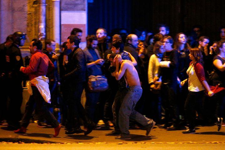"""Evakuierung des Pariser Musik-Clubs """"Bataclan"""": Was ein ausgelassener Abend werden sollte, endete in einem Blutbad"""